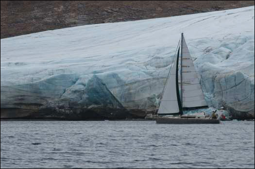Aventura-sailing-past-icebe