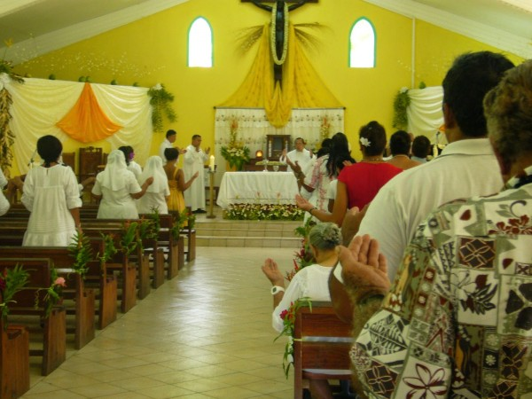 Easter Sunday Church Service - Atuona, Hiva Oa. Photo: Maggie.