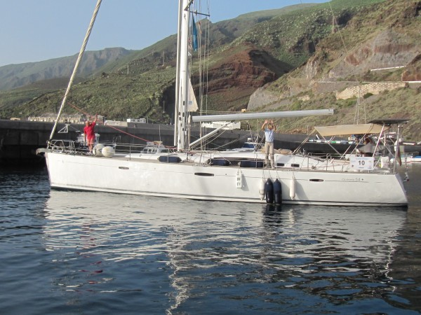 The German yacht Blue Moon leaves El Hierro