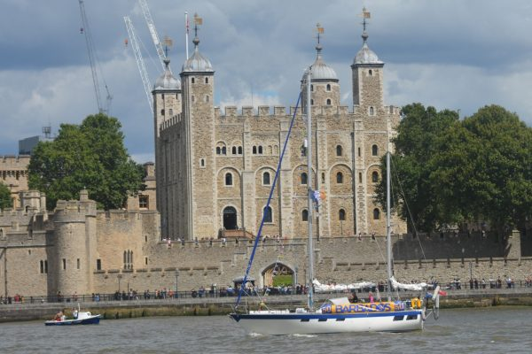 Sundowner sails past the Tower of London